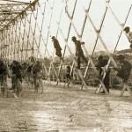 006 Ciclisti su Ponte di Ferro Anni '20