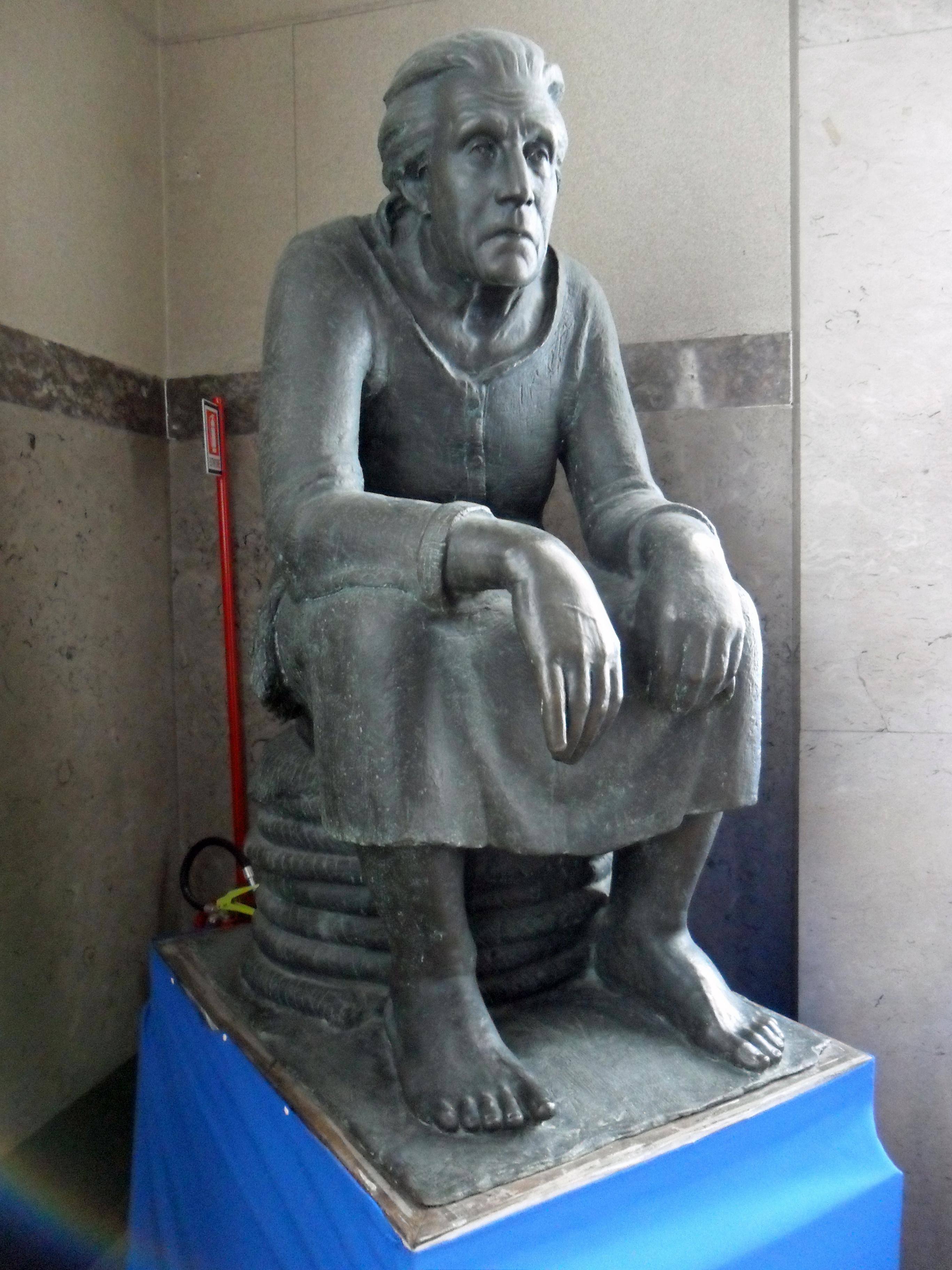 Grazia La marinara - statua di Vicentino Michetti