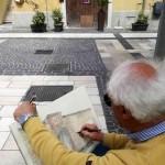 L'artista Enea Cetrullo durante la ricostruzione storica della porta